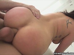 horny-slut-london-keyes-plays-with-her-newly-delivered-life