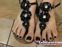 lelu-love-knows-you-want-to-cum-on-her-feet