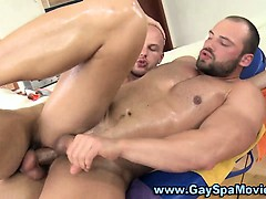 gay-muscly-bear-hunk-gets-fucked