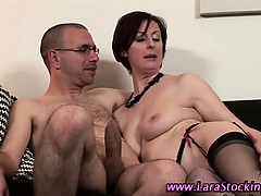 watch-mature-brit-hoe-gets-a-facial