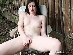 amateur-babe-taliah-masturbating