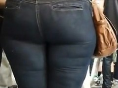 nice-booty-in-tight-jeans