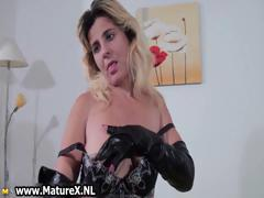 kinky-blonde-mom-showing-part1