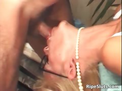 hot-mature-blonde-gets-hairy-wet-pussy-part5