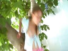 20yo-girlfriend-peening-from-the-trees